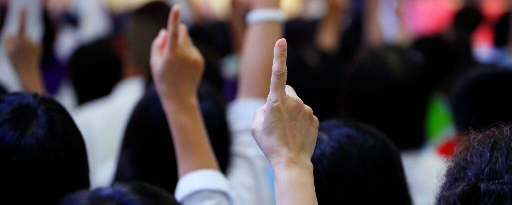 Holding up one finger in auction bidding for marriott bonvoy moments