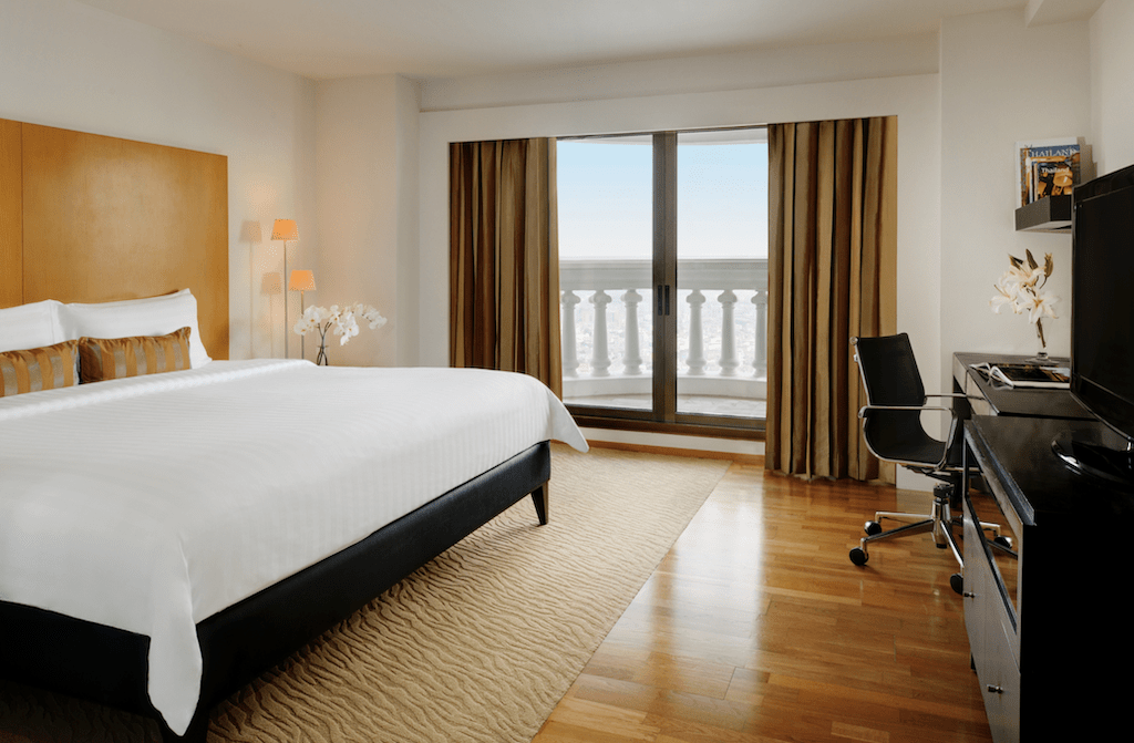 Lebua-at-State-Tower-guest-room